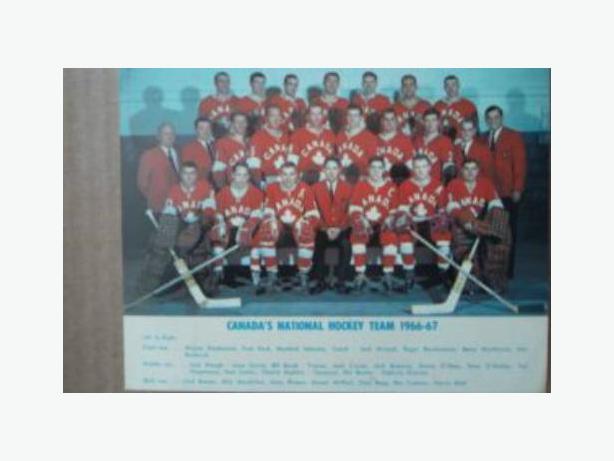 1966/67 TEAM CANADA HOCKEY POSTCARD