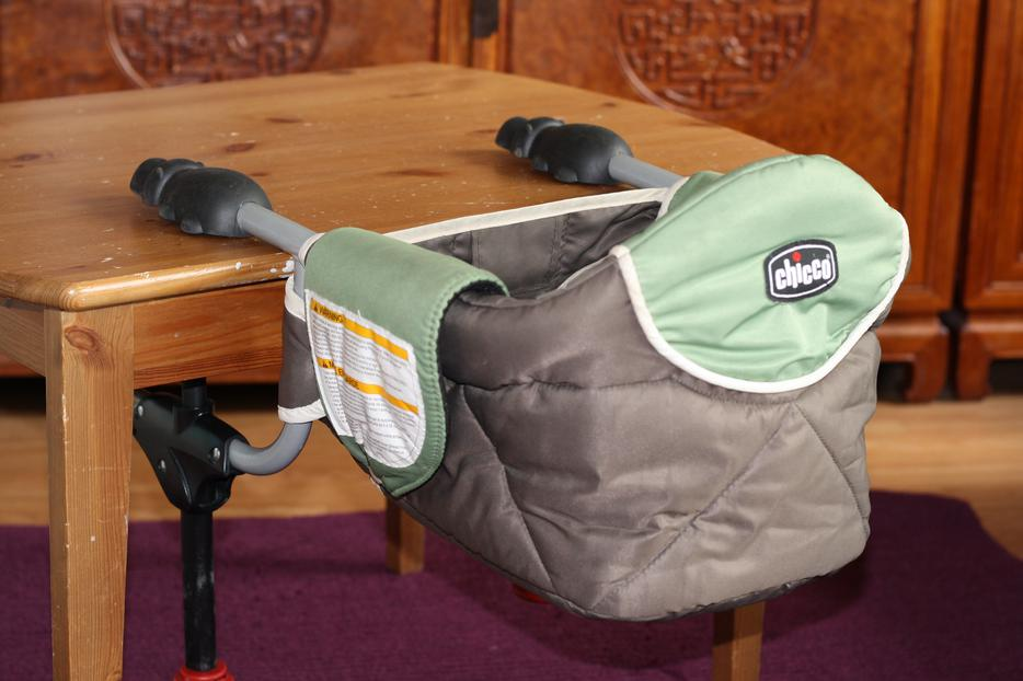 Chicco Hippo Travel Seat (hook on table chair) Saanich, Victoria