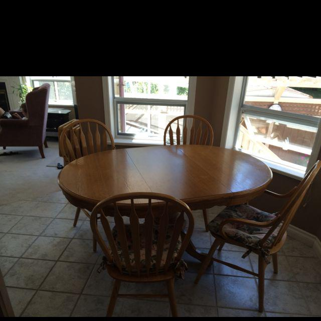Deluxe oak pedestal kitchen dining room table w 4 chairs for Dining room tables kelowna