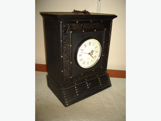 Beautiful Mantle Clock Modern Antique Styling Quartz