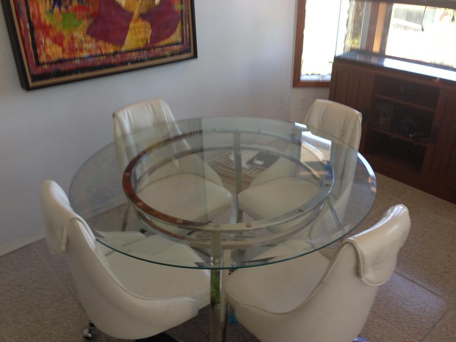 Round glass Dining room table set w vinyl chairs  : 39636192934 from www.usedvictoria.com size 934 x 700 jpeg 53kB