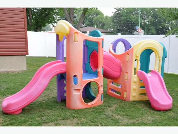 Little tikes 8 in 1 outdoor playset central regina regina for Little tikes outdoor playset