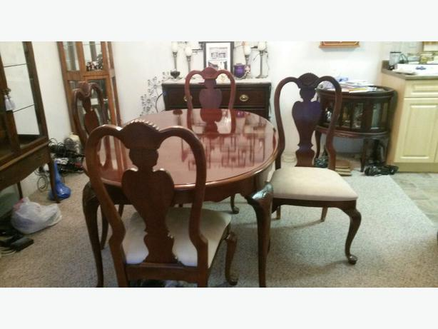 Dining room table 4 chairs saanich victoria for Dining table without chairs