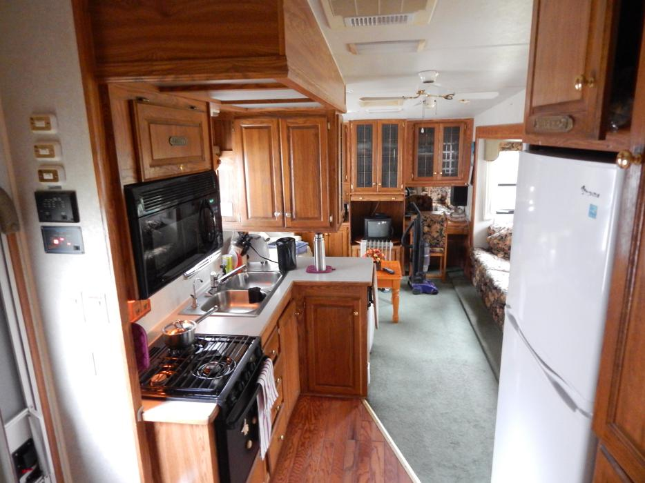 1999 Golden Falcon 35 Ft 5th Wheel 3 Slides Courtenay