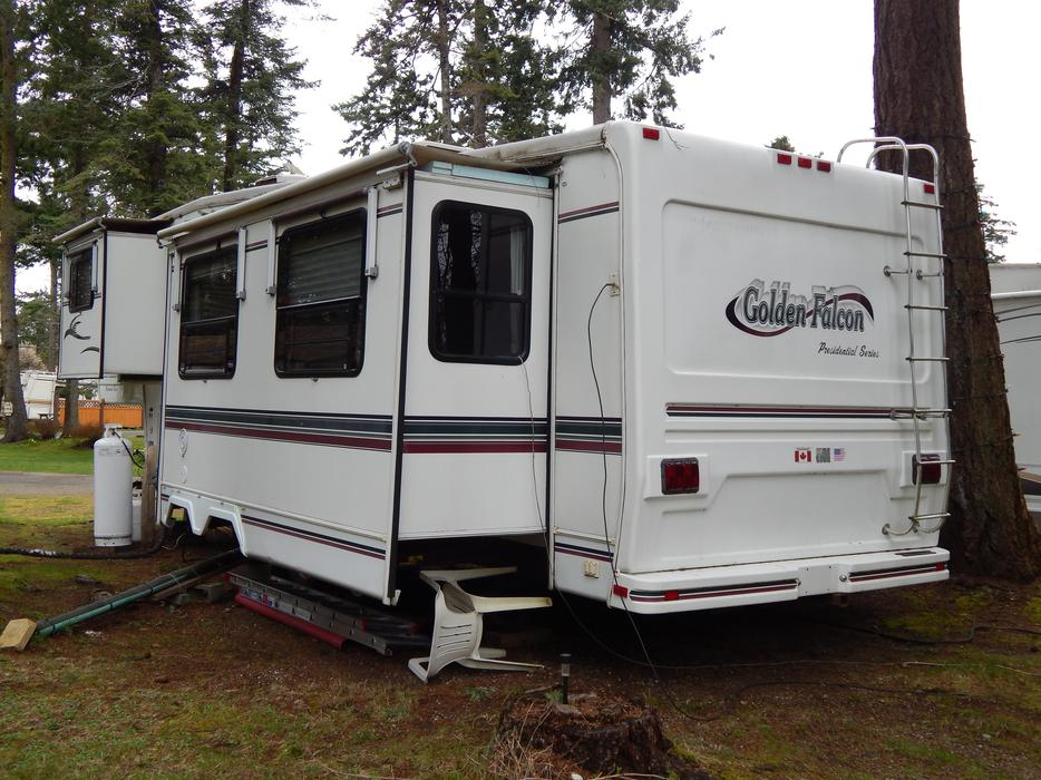 mobile homes for sale in peterborough with 1999 Golden Falcon 35 Ft 5th Wheel 3 Slides 22196687 on 43119608 likewise OPEN HOUSE SAT AND SUN OCT 17 18 10 4 991petersen Rd 26195671 together with HOME AND LARGE DUPLEX LOT FOR SALE  24836345 further Attraction Review G186338 D187547 Reviews Tower of London London England likewise SPROAT LAKE PORT ALBERNI 18983890.