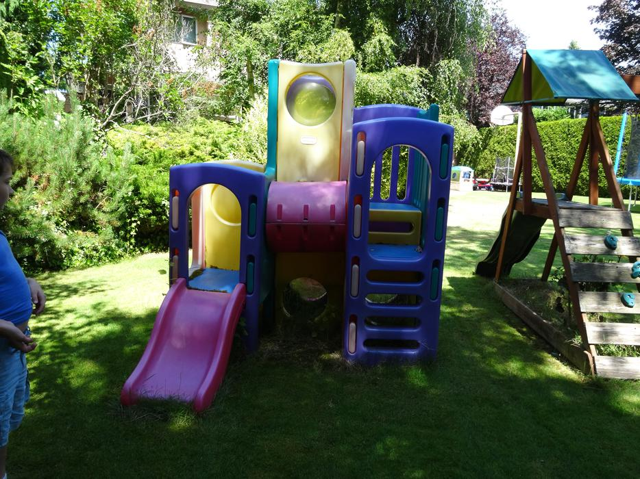 Little tikes outdoor climbing playset saanich victoria for Little tikes outdoor playset