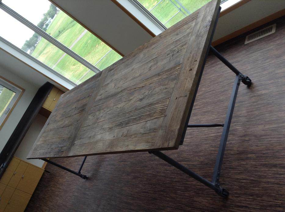 9foot Reclaimed Wood amp Iron Dining Table fr Restoration  : 39858520934 from www.usedregina.com size 934 x 697 jpeg 93kB