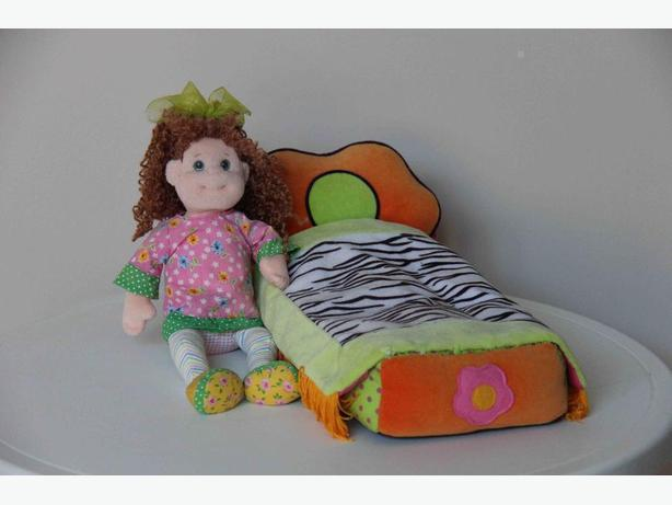 "Groovy Girl ""Holly"" Doll & Bed"