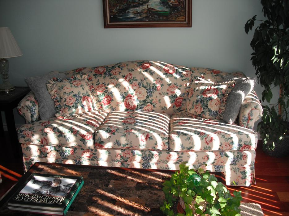 Reduced Matching Floral Sofa And Loveseat Mill Bay Cowichan