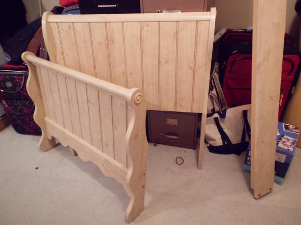 Single sleigh bed matching dresser saanich victoria for Matching bed and dresser