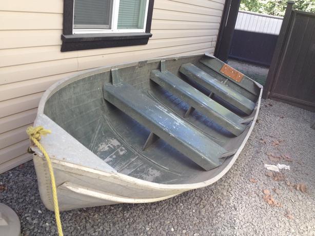 14f Aluminum Boat W Electric Motor Fish Finder Rod