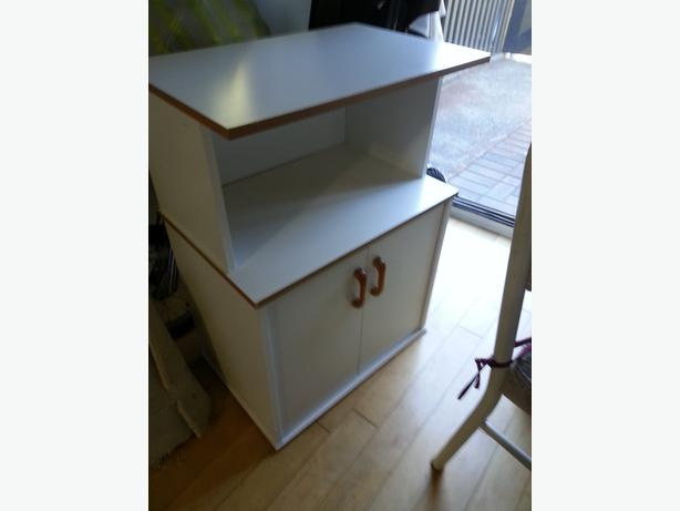 Microwave stand ikea color white 35 victoria city victoria for Microwave carts ikea