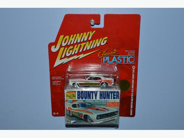 Johnny lightning 1973 ford mustang classic plastic for 2 box auto con stanza bonus