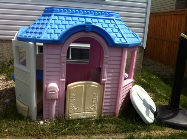 Little Tikes Outdoor Playhouse Pink And Blue North East Calgary