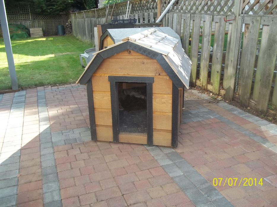 Well Constructed Large Dog House North Saanich Amp Sidney