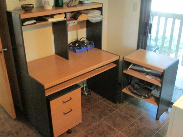 computer desk station hutch rollaway drawers and shelf. Black Bedroom Furniture Sets. Home Design Ideas