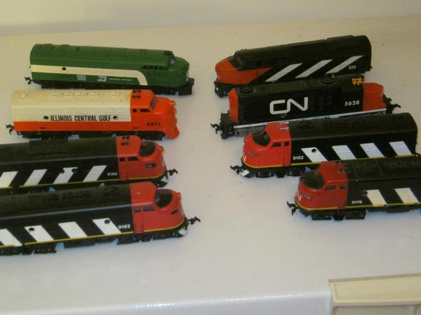 lots of ho train stuff