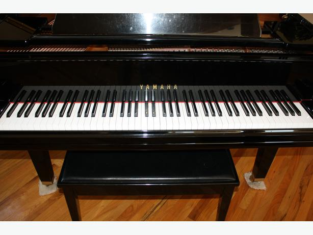 Baby grand piano yamaha huge price drop outside comox for Price of a yamaha baby grand piano