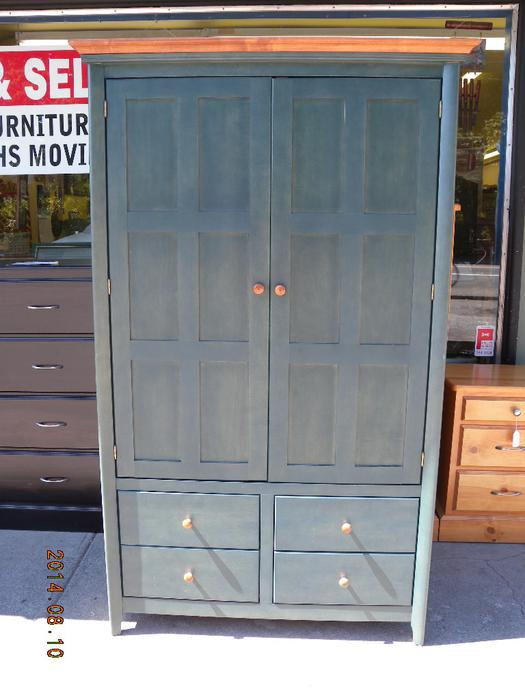 Solid wood bedroom wardrobe armoire loi 39 s used for Consignment furniture clearwater
