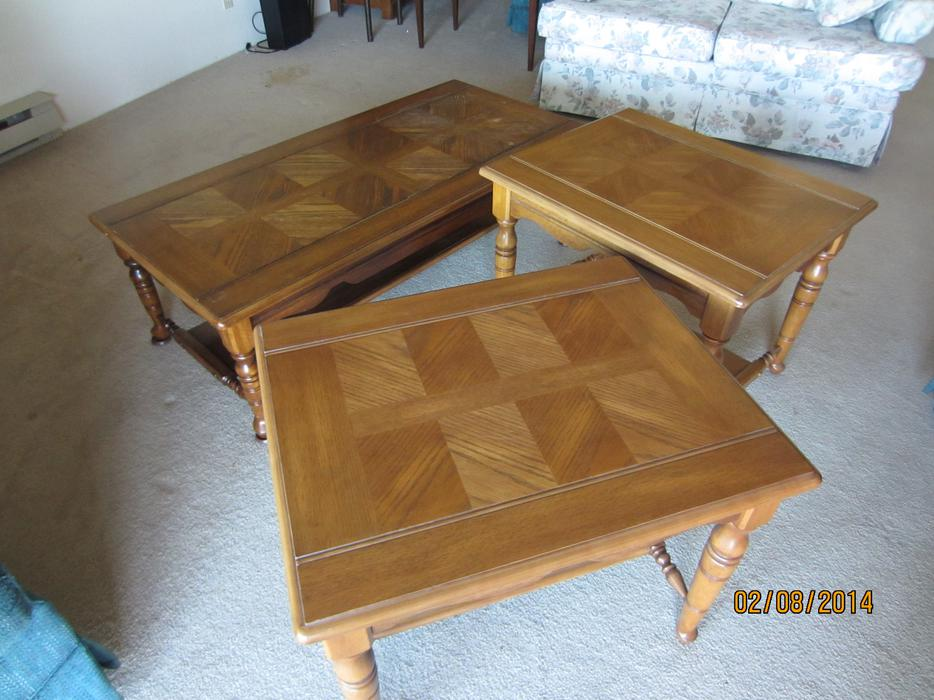 Wooden coffee table and matching end tables saanich victoria for Coffee tables kelowna