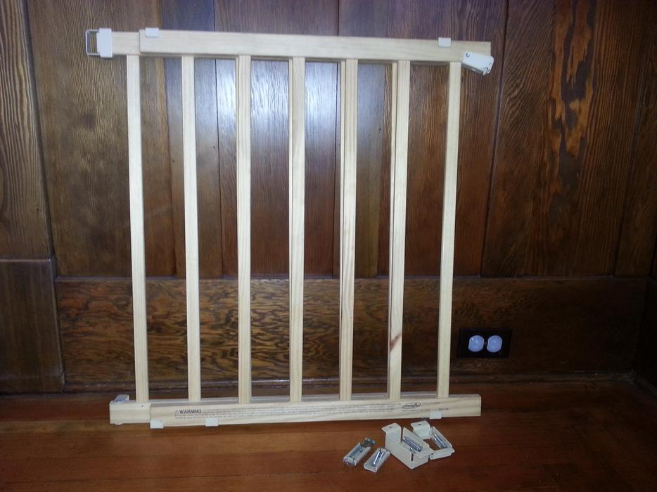 Evenflo Gate: Evenflo Top-of-the-stairs Wooden Baby Gate Victoria City