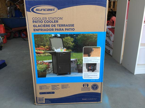 Brand New Suncast Cooler Station