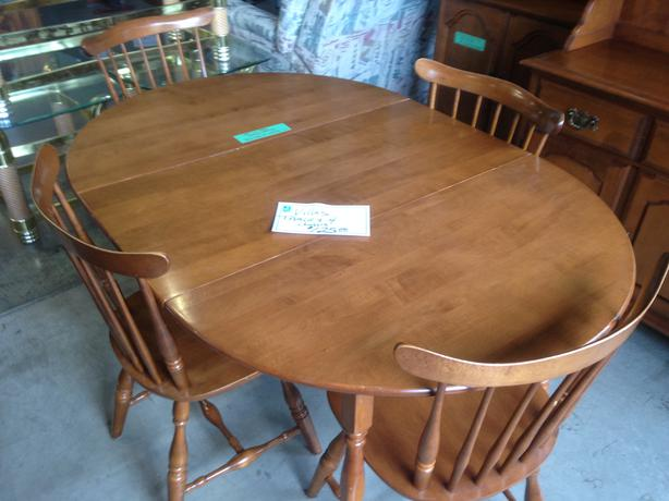 Vilas Maple Dining Room Set For Sale At St Vincent De Paul