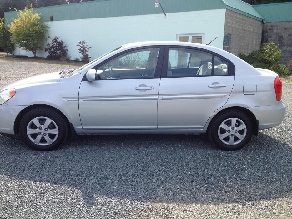 2008 Hyundai Accent Gls 4 Door Outside Victoria Victoria