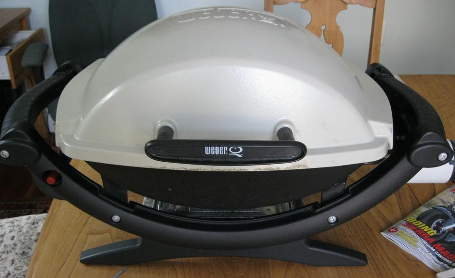 weber q 100 portable gas grill saanich victoria. Black Bedroom Furniture Sets. Home Design Ideas