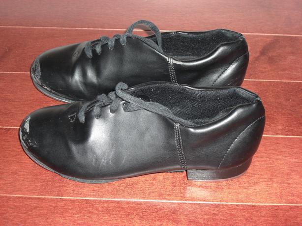 Boys Size 1.5 Black Capezio Tap Shoes