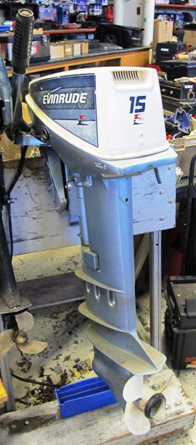 Evinrude 15hp Outboard Motor Electric Start Less Than