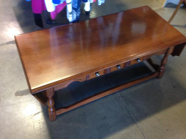 Vilas maple coffee table for sale at st vincent de paul on for Coffee tables london ontario