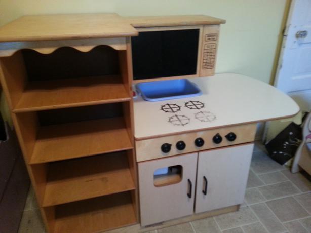 Reduced 75 childcraft quality wooden kitchen saanich for Child craft play kitchen