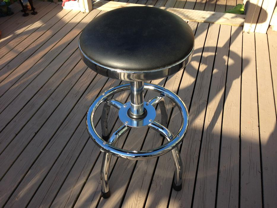 Swivel Chrome Stool with Adjustble height lever Mint  : 40436149934 from usedpei.com size 934 x 700 jpeg 100kB
