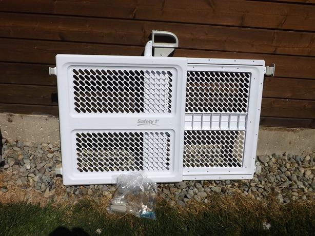 Safety 1st Lift Lock Swing Open Door Baby Gate Amp Hardware