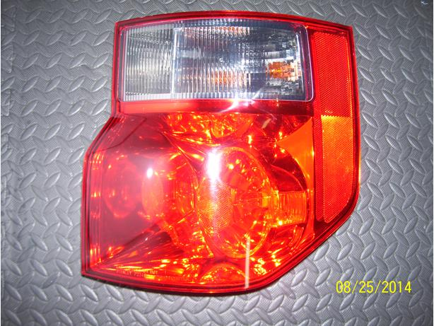2008 Honda Element right tail light
