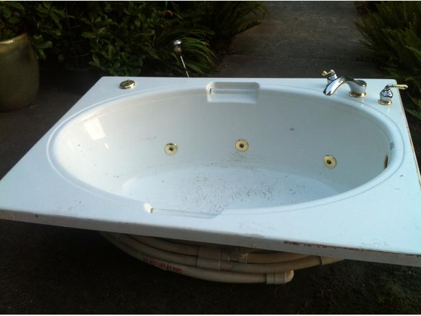 Jacuzzi Tub W Pump And Faucet Malahat Including Shawnigan Lake Mill Bay Victoria