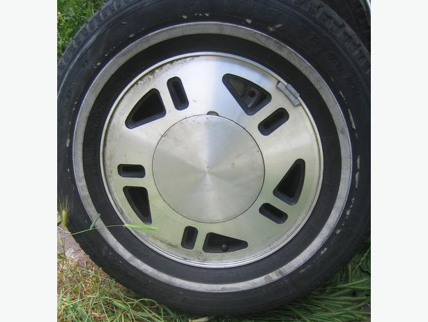 2 Ford Aerostar aluminum rims (will fit many other Fords)
