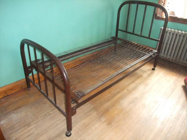 Sold Vintage Antique Metal Simmons Single Bed Frame