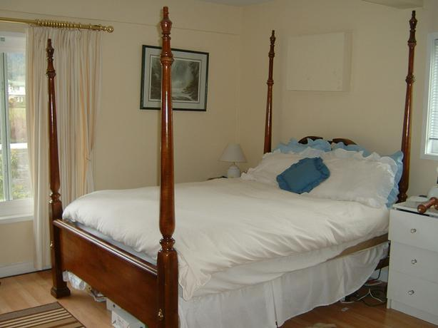 Solid Mahogany 4 Post Canopy Bed Outside Victoria Victoria