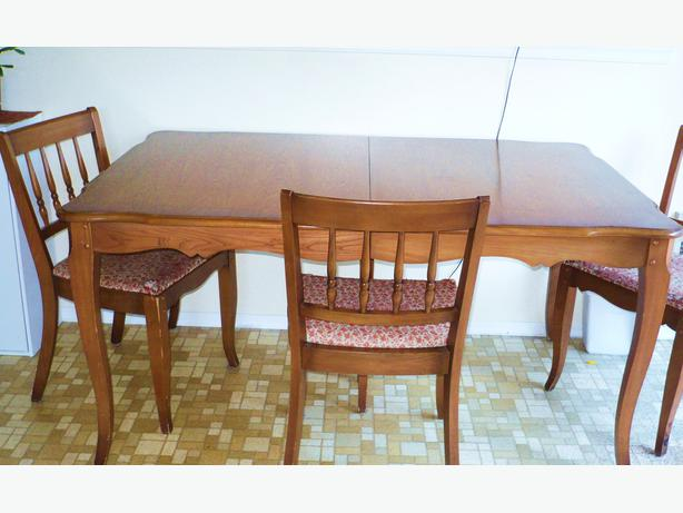 Solid Oak Knechtel Dining Room Table And Chairs