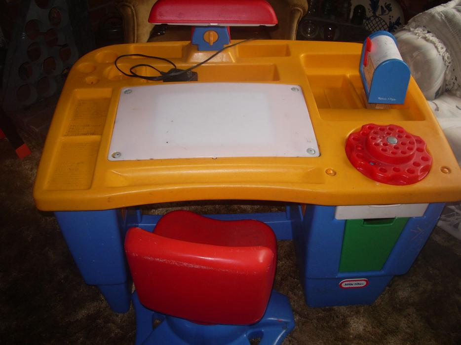 Little Tikes Art Desk West Shore Langford Colwood