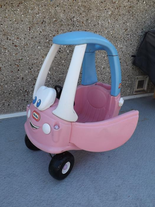 Childrens little tikes pink cozy coupe car or green cozy coupe ridem 35 each victoria city - Little tikes cozy coupe pink ...