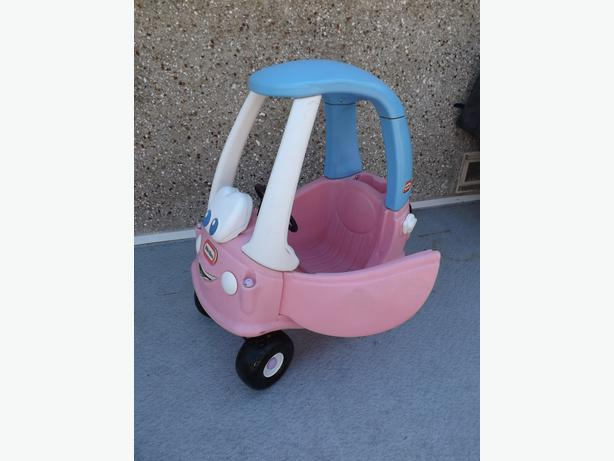 Little tikes pink cozy coupe car ridem or green cozy coupe ridem 35 each outside cowichan - Little tikes cozy coupe pink ...