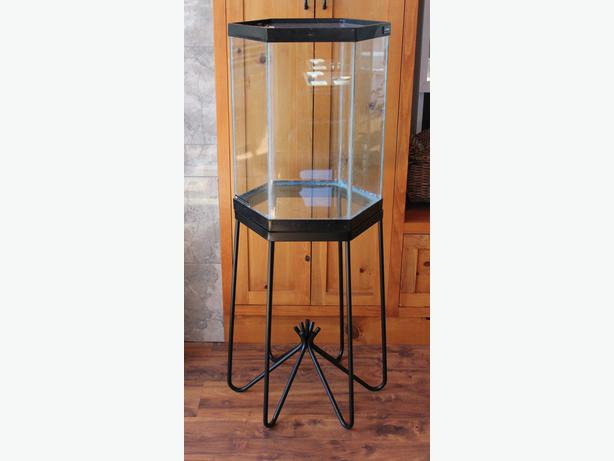 Hexagon aquarium with metal stand 15 gallons sooke for Hexagon fish tank with stand