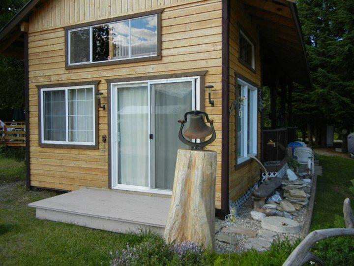 Cabin Amp RV Downie RV Resort On Lake RevelstokeBC Outside