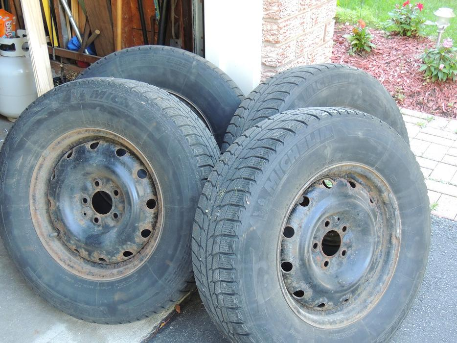4 Michelin Ice X Winter Tires On Rims 235 70 R16