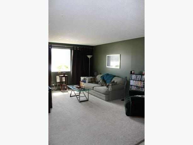 3 bedroom apartment style condo for rent in weyburn