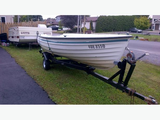 15ft deep v fiberglass fishing boat and trailer reduced for Deep v fishing boats
