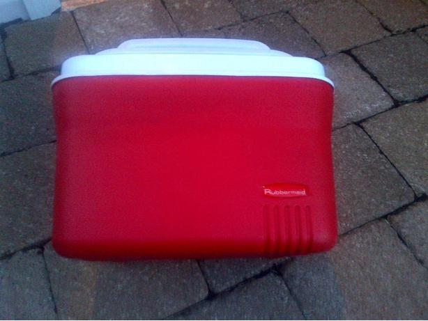 RUBBERMAID 5 QUART 6 PACK RED COOLER / LUNCH BOX